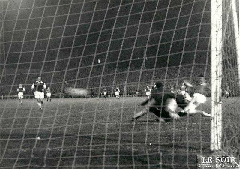 Андерлехт (Бельгия) - Манчестер Юнайтед (Англия) 0:2. Нажмите, чтобы посмотреть истинный размер рисунка