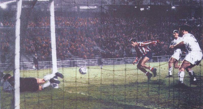 Атлетико (Испания) - Шальке 04 (Германия) 3:0. Нажмите, чтобы посмотреть истинный размер рисунка