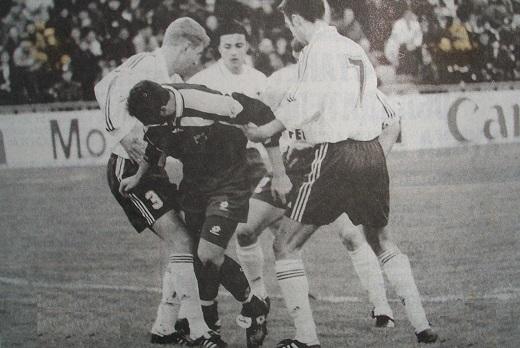 Истинный размер<br> <br> Оборона москвичей-Андрей Островский (слева), Ролан Гусев и Дейвидас Шемберас (№7), -так и не смогли остановить